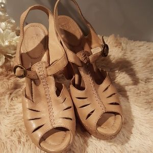 NWOT Frye Sandals